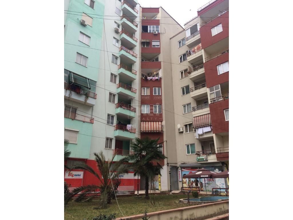 Shitet Apartament 1+1 ne Misto Mame