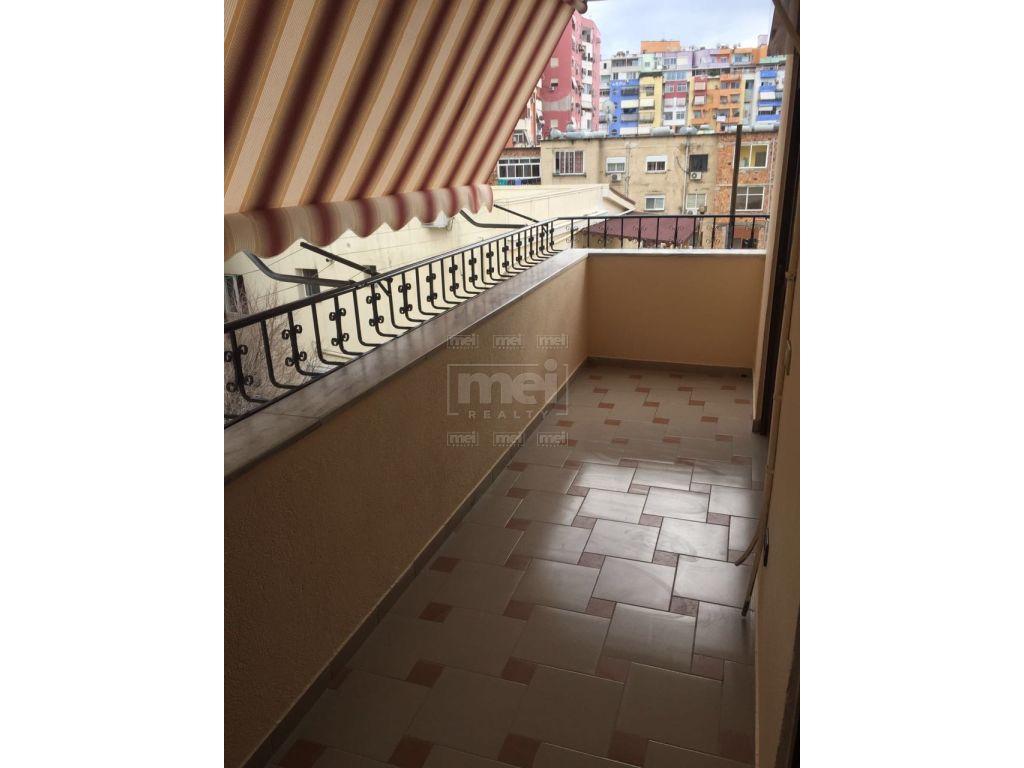 Perballe Petroninit, Jepet Me Qira Apartamenti 2+1. 6