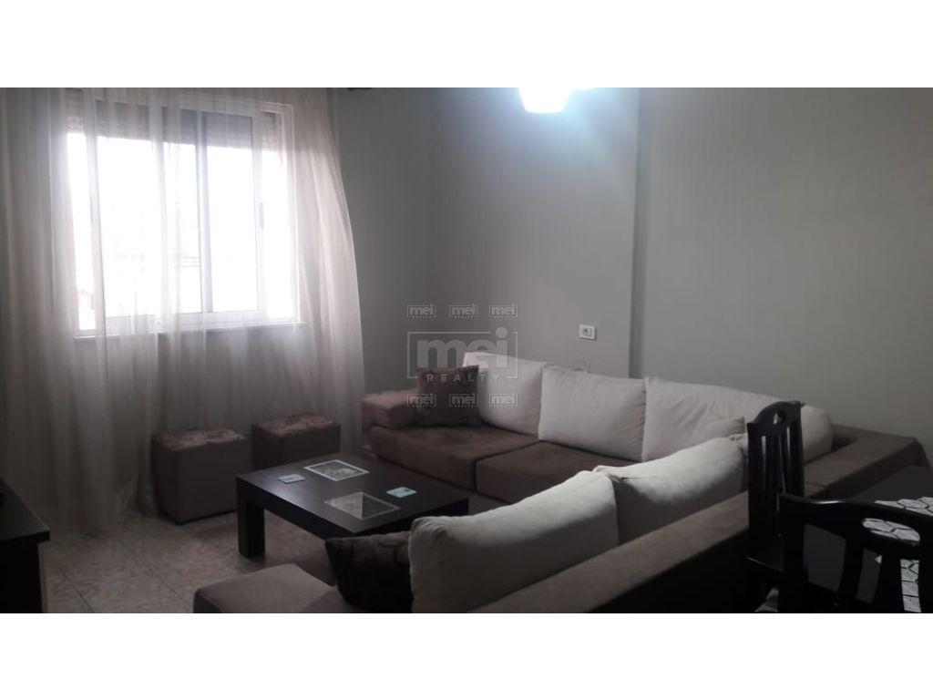 Zogu I Zi , Shitet Apartament 1+1 .