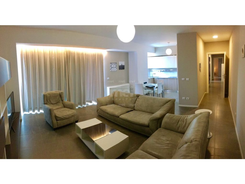 Jepet apartament 2+1+garazhd  me qira tek Ambasador 3