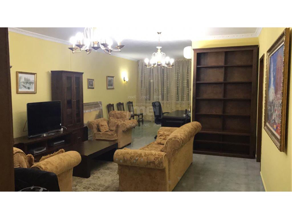 Tek Padami jepet me qera nje apartament 3+1+2,i mobiluar ose bosh per zyra  120m2