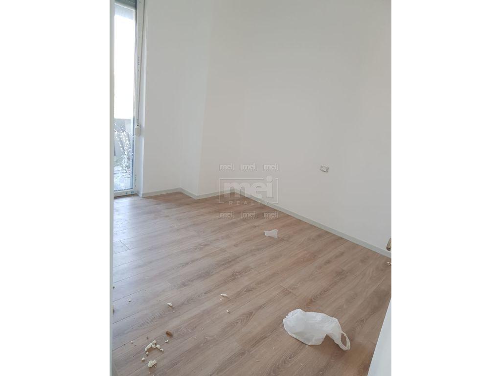 Ne Laprake Shitet Apartament 3+1+2