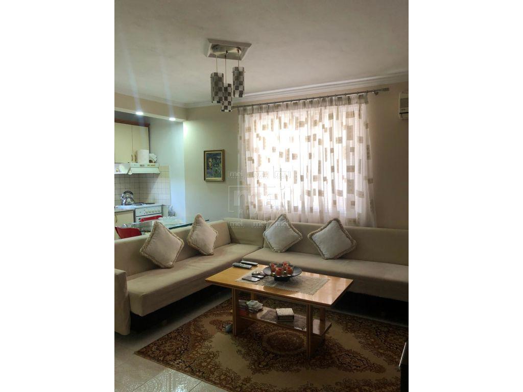 Shitet Apartament 1+1 Tek Blloku Vasil Shanto