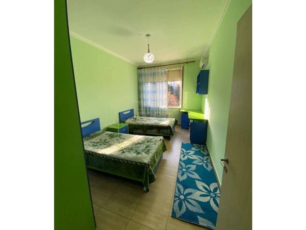 Tek Kopshti Botanik Jepet Me Qira Apartament 3+1 2
