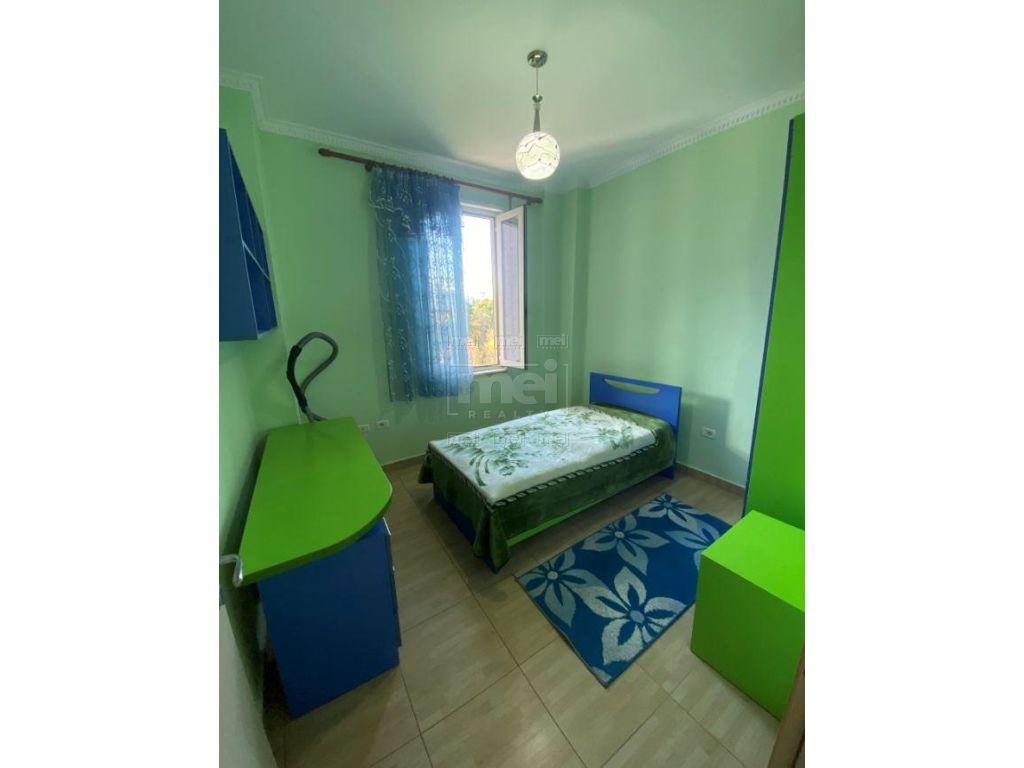 Tek Kopshti Botanik Jepet Me Qira Apartament 3+1 3