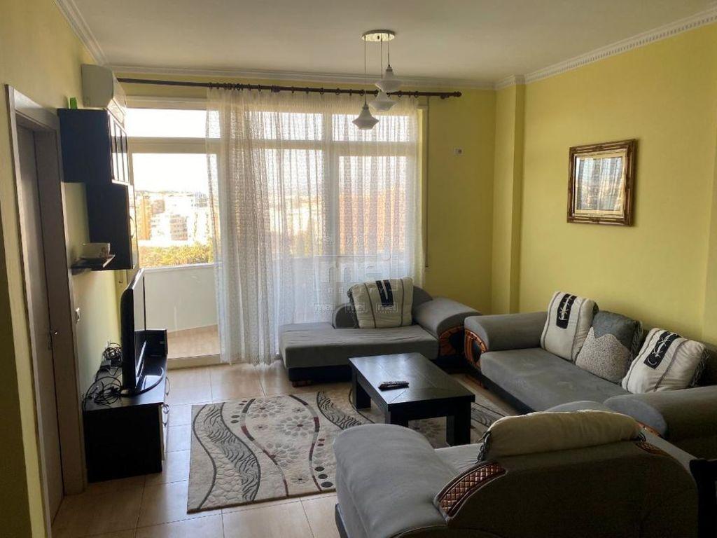 Tek Kopshti Botanik Jepet Me Qira Apartament 3+1 0
