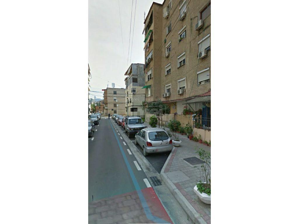 "Te Rruga ""Grigor Heba"" Shitet  Apartamenti 3+1 i Mobiluar"