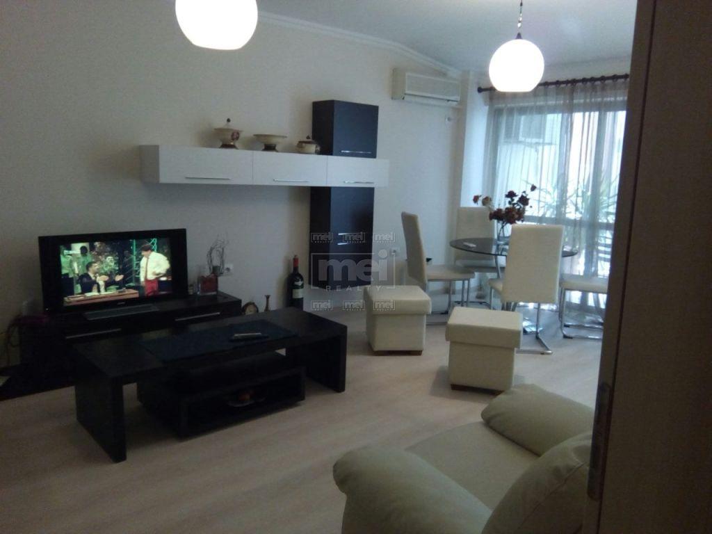Shitet Apartamenti 2+1 Tek Bulevardi Bajram Curri