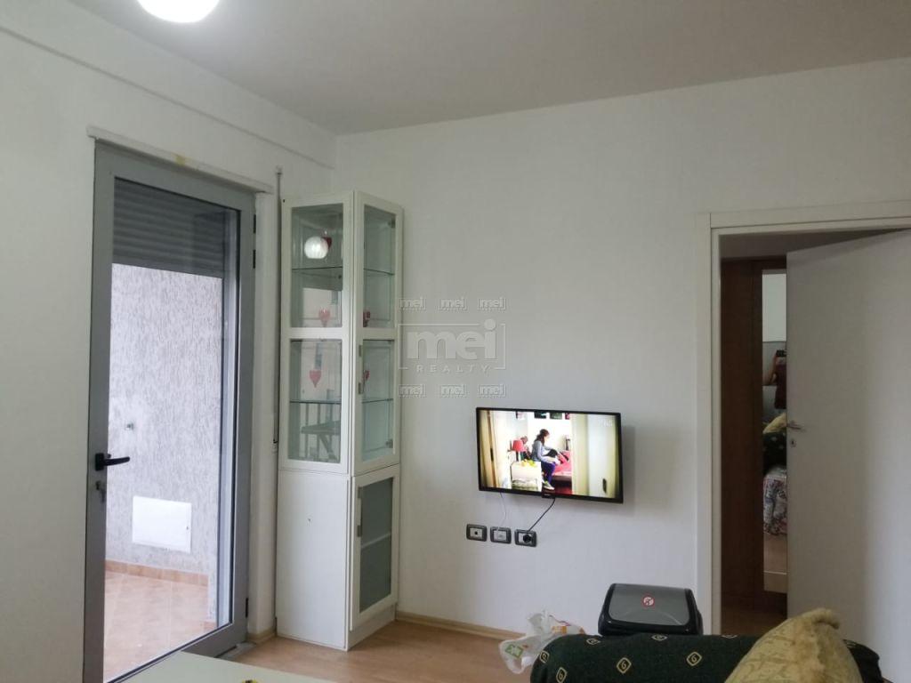 Jepet Me  Qira Apartament 1+1 Ne Rrugen Stavri Themeli