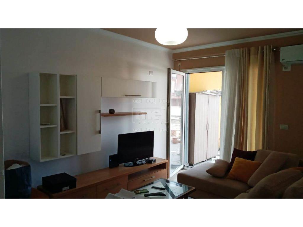 Shitet Apartament 1+1 te fusha Ali Demi
