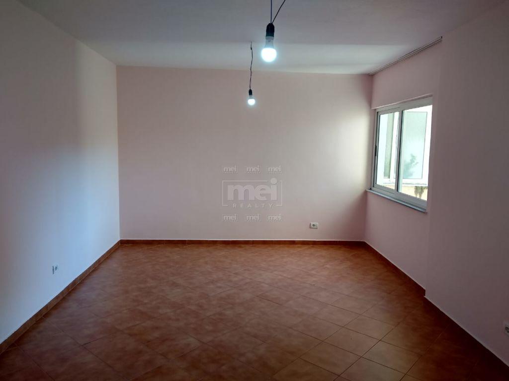 Jepet Me Qira Apartament 2+1 Bosh, Ne Rrugen E Elbasanit . 3