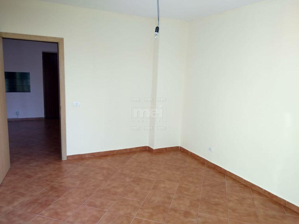 Jepet Me Qira Apartament 2+1 Bosh, Ne Rrugen E Elbasanit . 6
