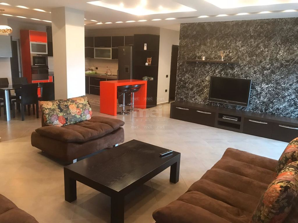 Tek liqeni i Tiranes , jepet me qira apartament 3+1+Garazh