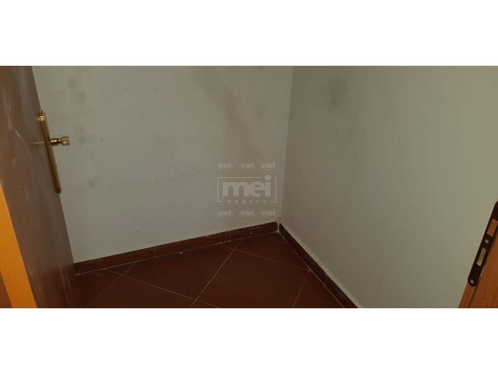 Tek Kompleksi Usluga, Jepet Me Qira Apartamenti 2+1 Per Zyra ose Banim.