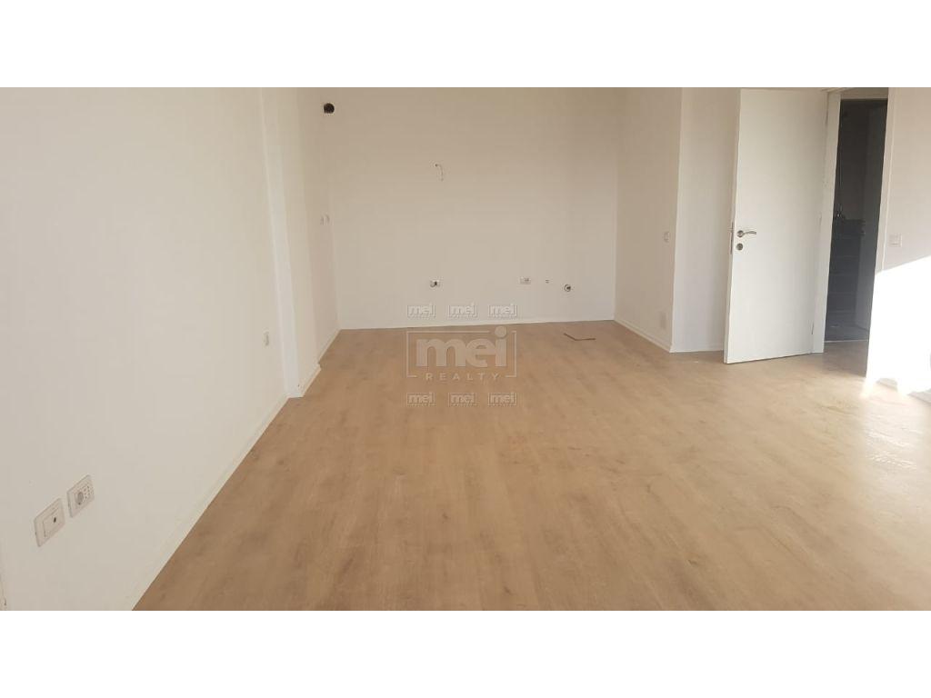 Ne Laprak  Jepet Me Qira Apartament 1+1
