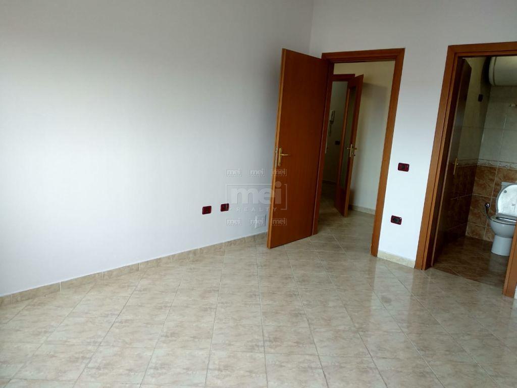 Ne Rrugen Don Bosko Jepet Apartament  2+1 Me Qira. Gjithashtu mundesi per shitje.