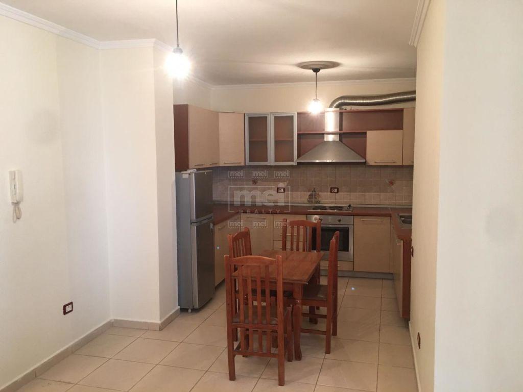 Te 5 Maji, Shitet Apartament 2 + 1