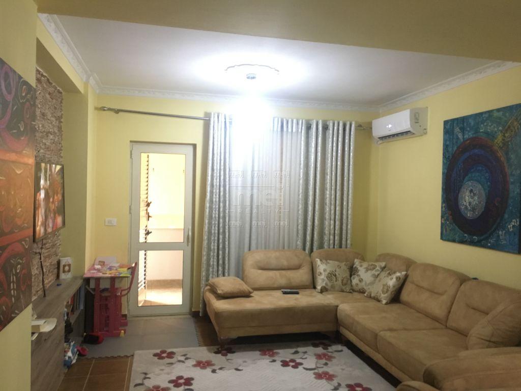Shitet Apartament  1+1 ne Yzberish.
