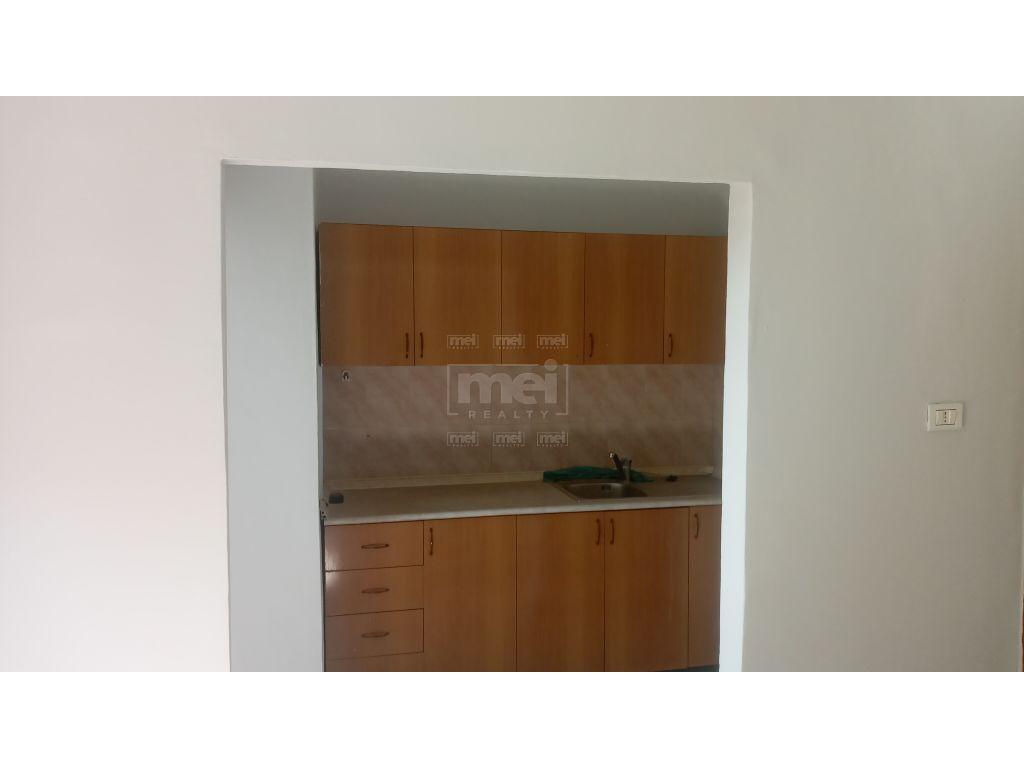 Tek Ali Demi, Shitet Apartament 2+1. 3