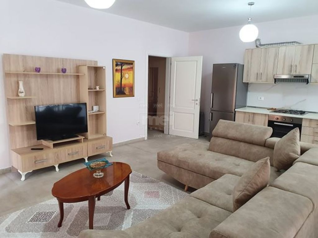 Te Ish Parku Jepet Me Qira Apartament 2+1+2.