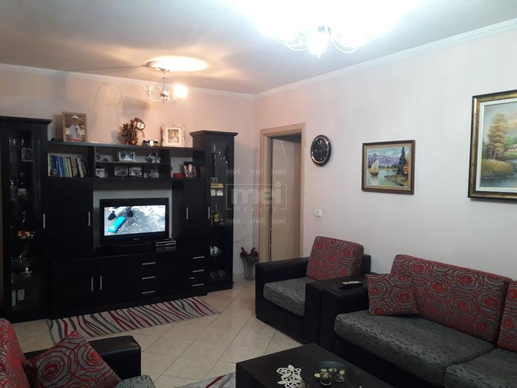 Jepet Me Qira Apartamenti 2+1 Te Casa Italia.