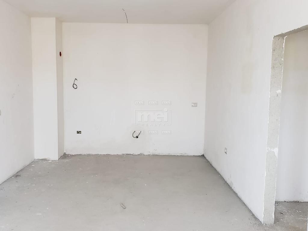 Tek Rruga Qemal Stafa Shitet Apartament 2+1