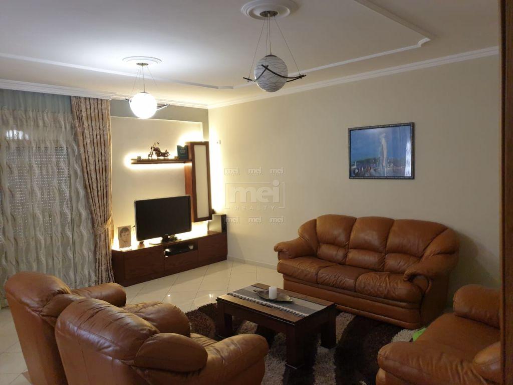 Te Selvia Jepet Me Qira Apartamenti 2+1 I Mobiluar