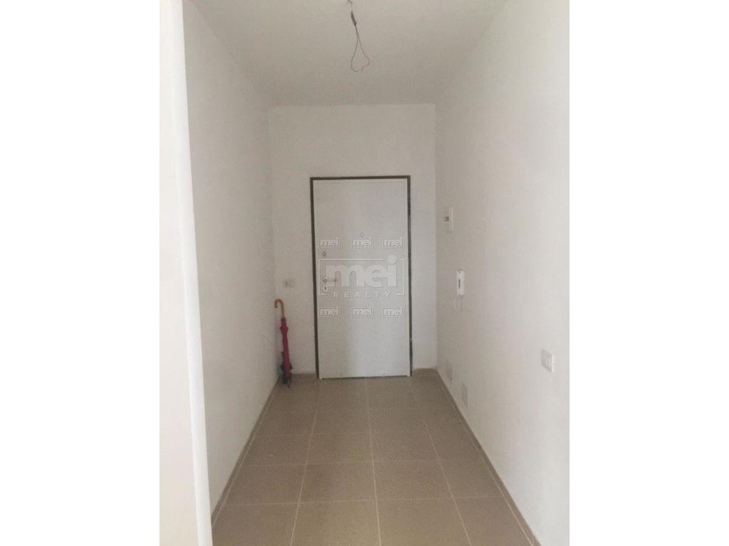 Shitet Apartament 2+1 Ne Laprake