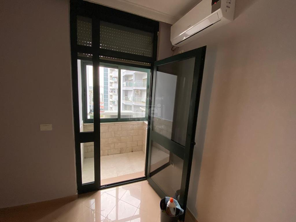Jepet Super Apartament per Zyra dhe per Banim