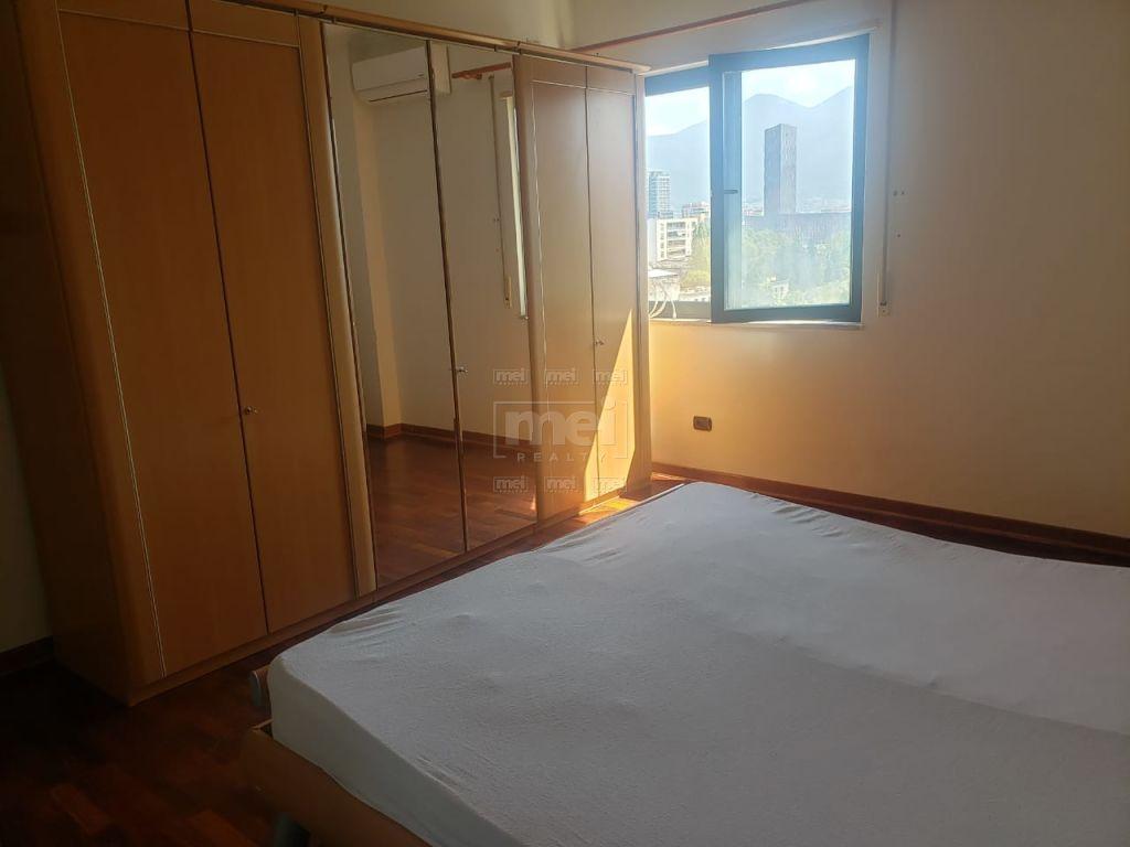 Tek Liqeni i Tiranes Jepet Me Qira Apartament 2+1