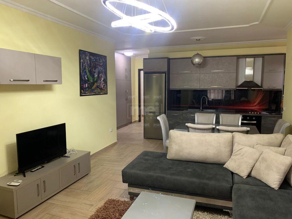 Jepet Me Qira Apartament 1+1, Tek Mine Peza.