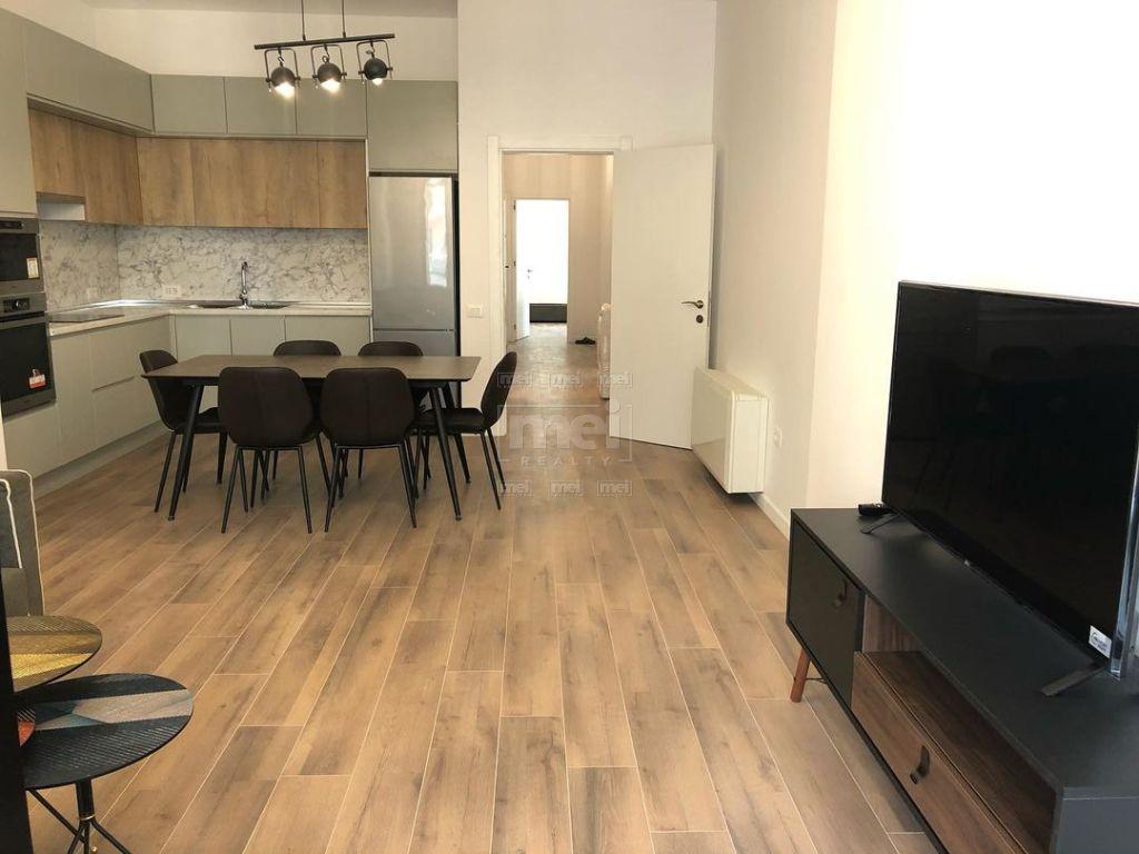 Tek Rruga e Kavajes, Kompleksi Square 21 Jepet me Qira Super Apartament i Pabanuar me Pare.