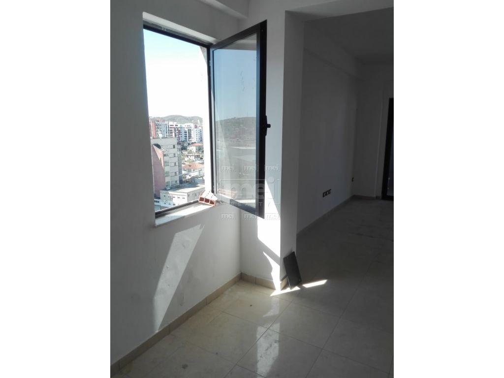 Shitet Apartament 1+1 Ne Astir
