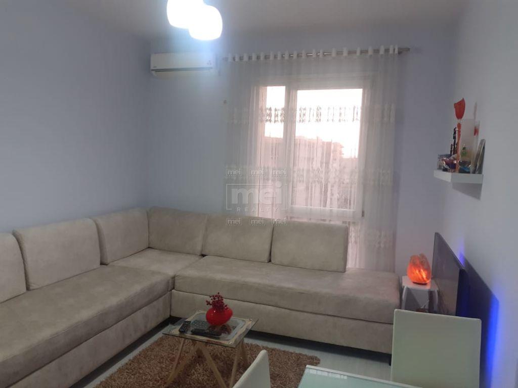 Shitet Apartament 1+1 Ne Laprake