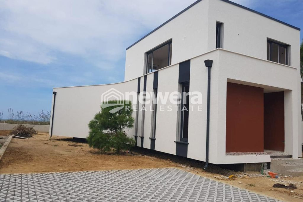 OKAZION! Super Villa for sale 2 floors by the sea at Lalzi Bay