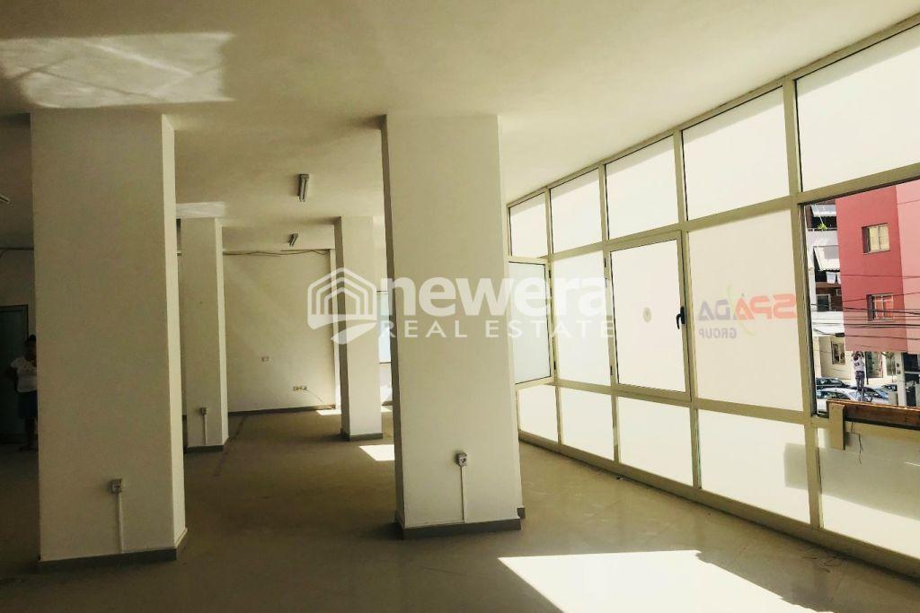 Jepet me Qera Ambient 130 m2 në Astir