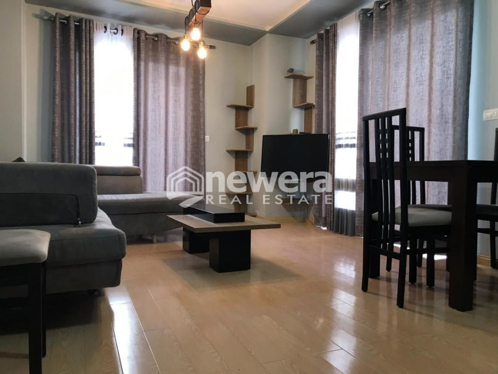 Super Apartament 2+1 me Sip. 101.2 m2 + 211.5 m2 Verandë në Unazë të Re