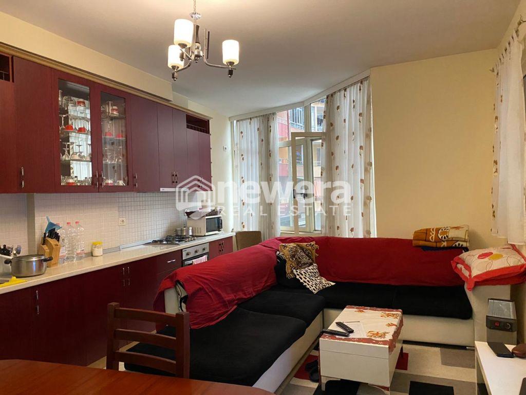 Shitet Apartament 3+1 me Hipoteke