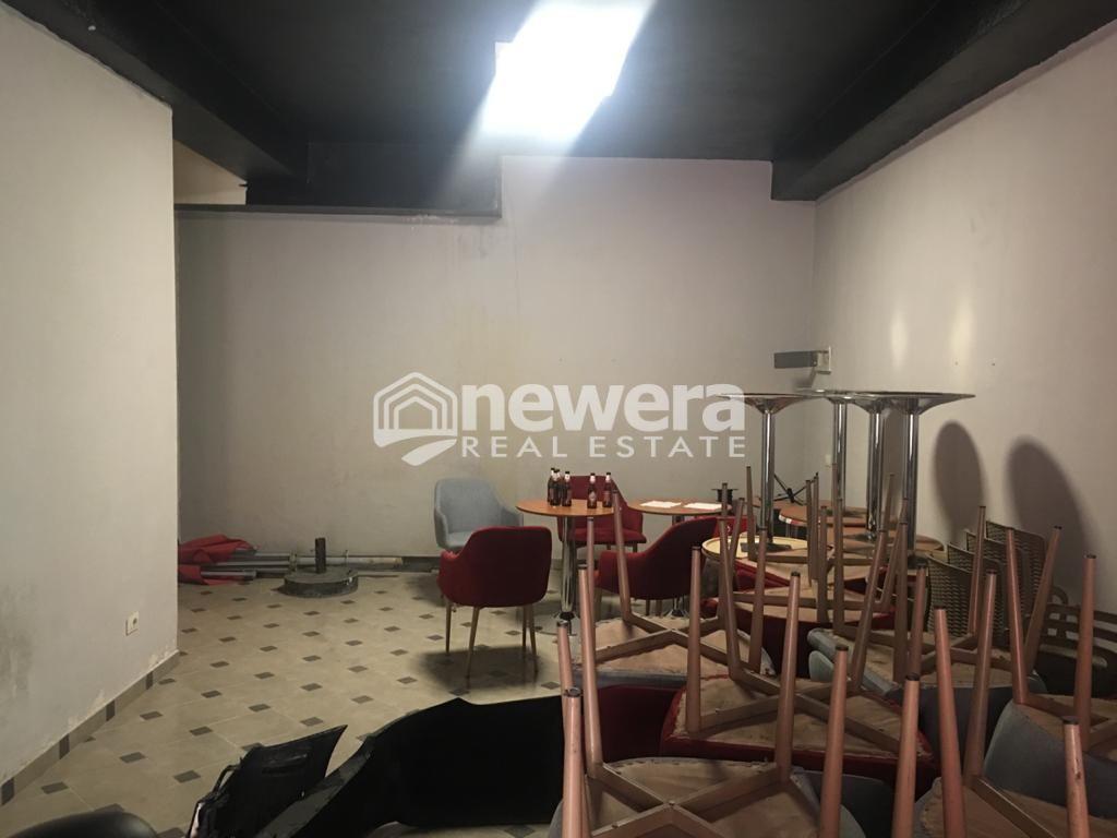 Shitet Dyqan me Sip.57 m2 ne Unaze te Re