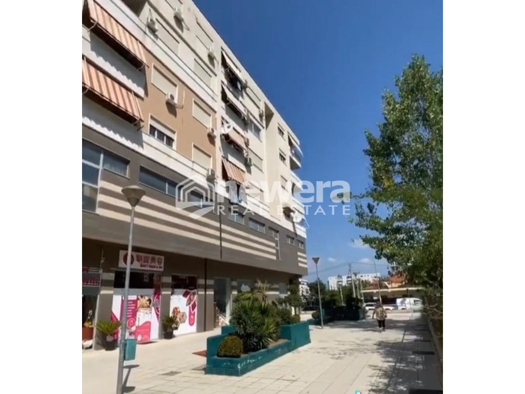 Shitet Apartament 2+1 ne Qendren Kristal Center