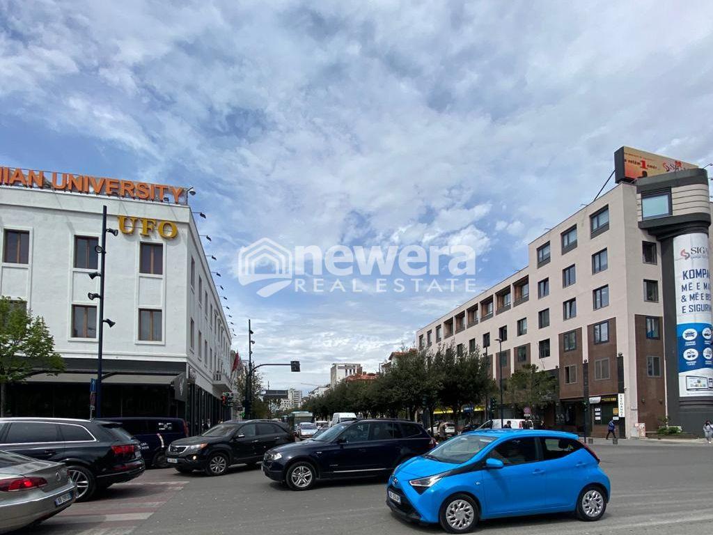 Shitet Apartament 2+1 ne Qender te Tiranes Sheshi Skenderbej