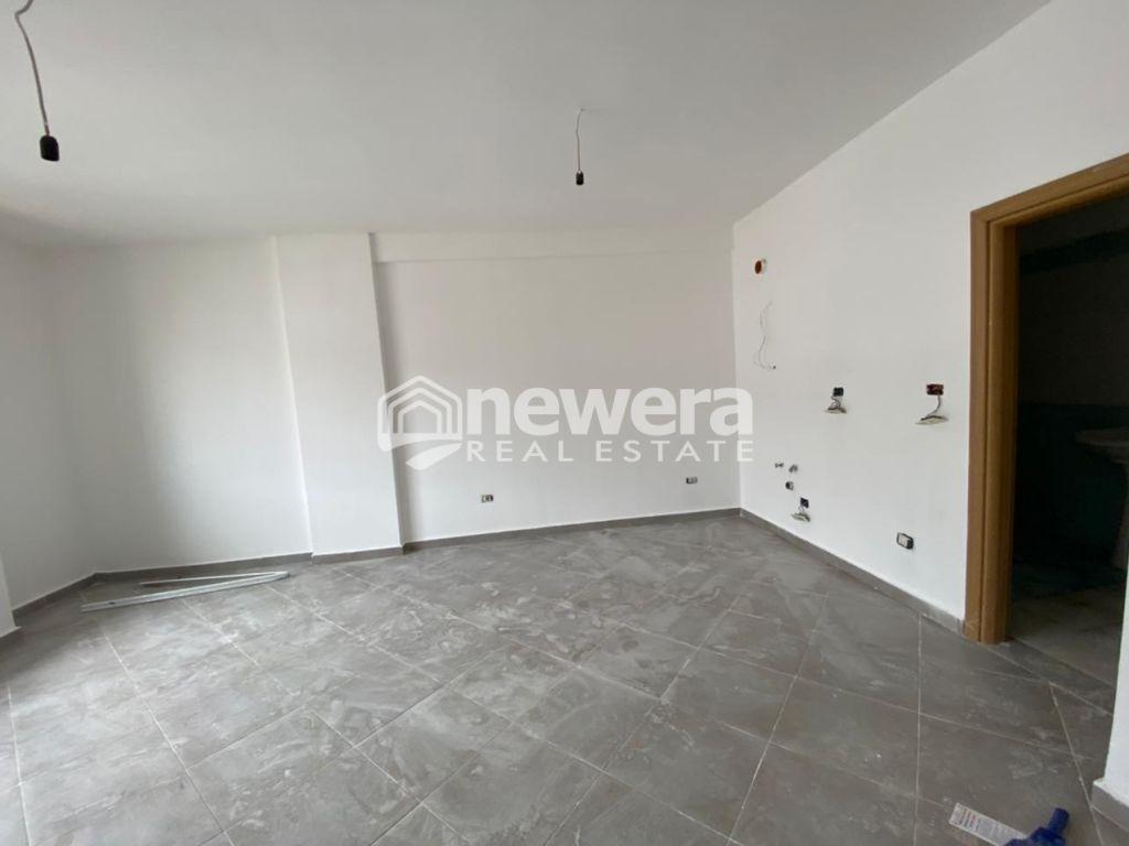 Shitet Apartament 1+1 & Gazonjere me Hipoteke Unaza e Re