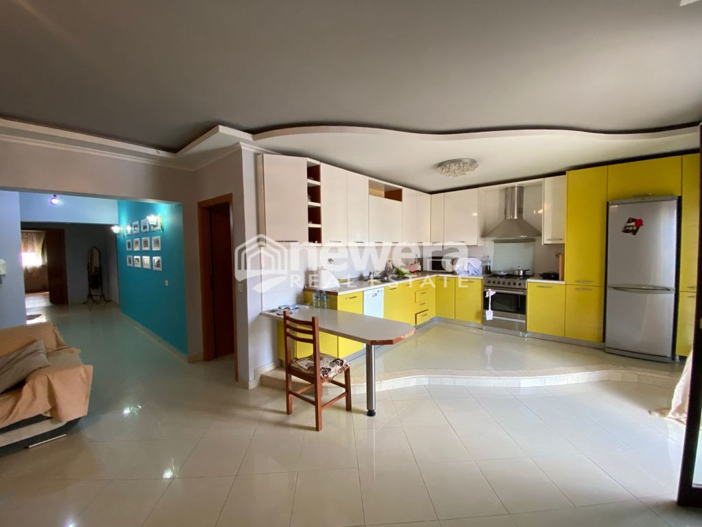 Shiet Apartament 3+1 Komuna e Parisit