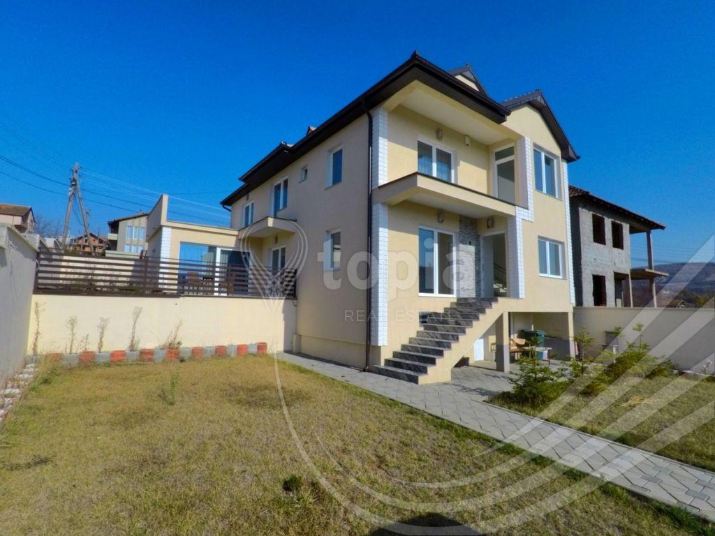 Shtëpi 300m2 në shitje në Matiqan