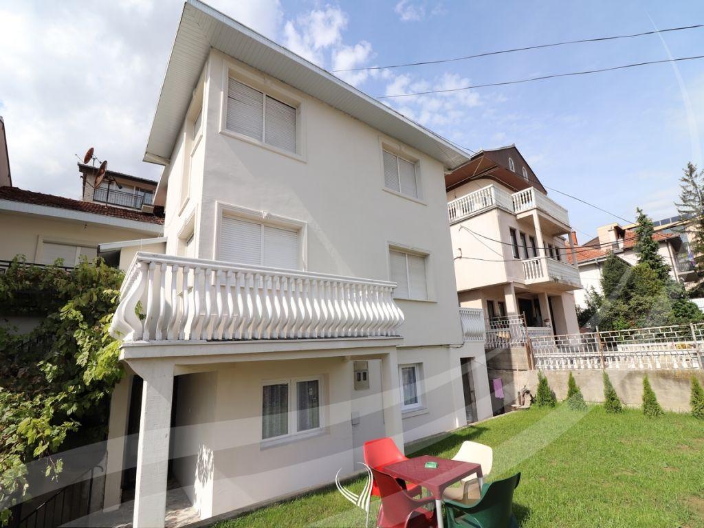 Shtëpi 280m2 me qira në lagjen Arbëria