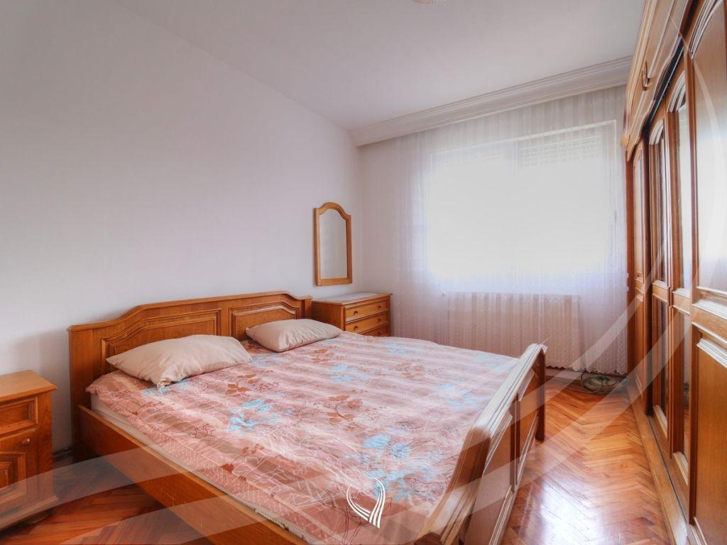 Shtëpi 280m2 me qira në lagjen Arbëria4
