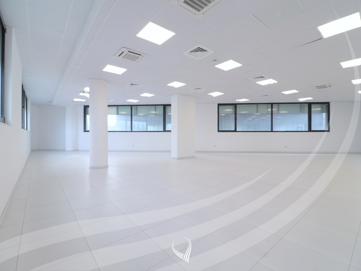 Hapësirë afariste për zyre 500m2 me qira në lagjen Pejton