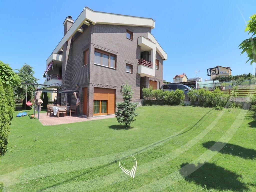 Shtëpi 381m2 me qira në lagjen Veterrnik