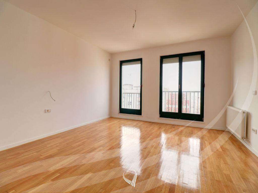 Penthouse 256m2 banim si dhe 460m2 terasë në shitje në lagjen Kalabria4
