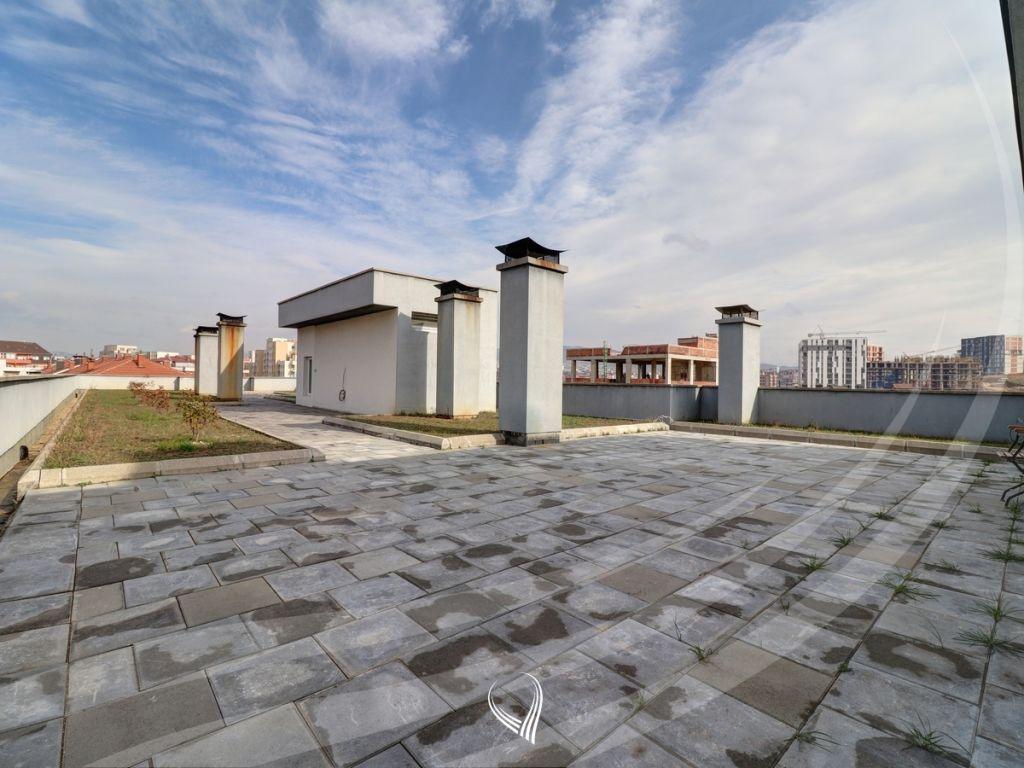 Penthouse 256m2 banim si dhe 460m2 terasë në shitje në lagjen Kalabria5
